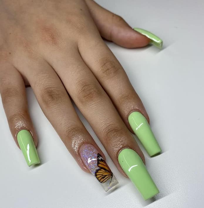 Light Green for nail color trends 2022