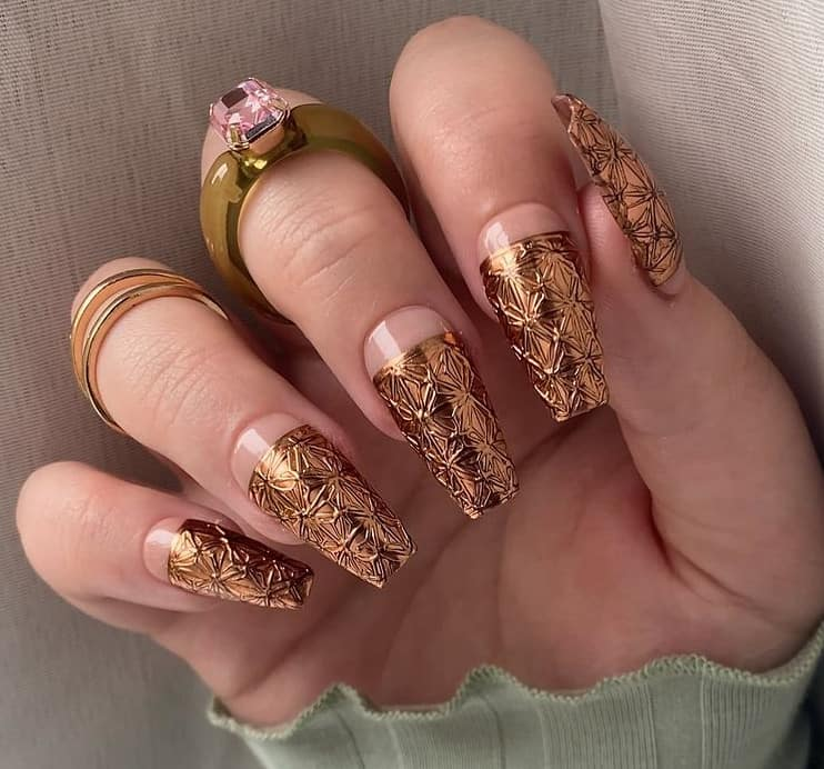 Golden Sparkles on Ends. Japanese nail trends 2022