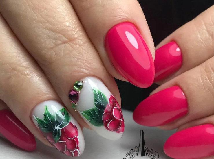 Strawberry Hue Nail Art Design. Winter 2022 Nail Trends