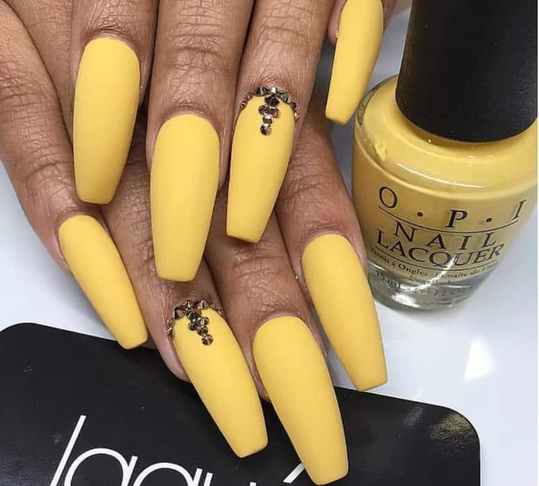 Elegant Pale Yellow hue coffin nails 2022