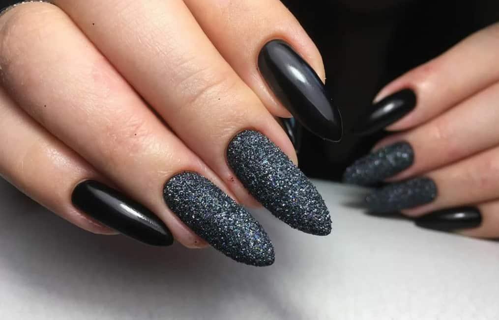 Bold Black. Gel Nails 2022