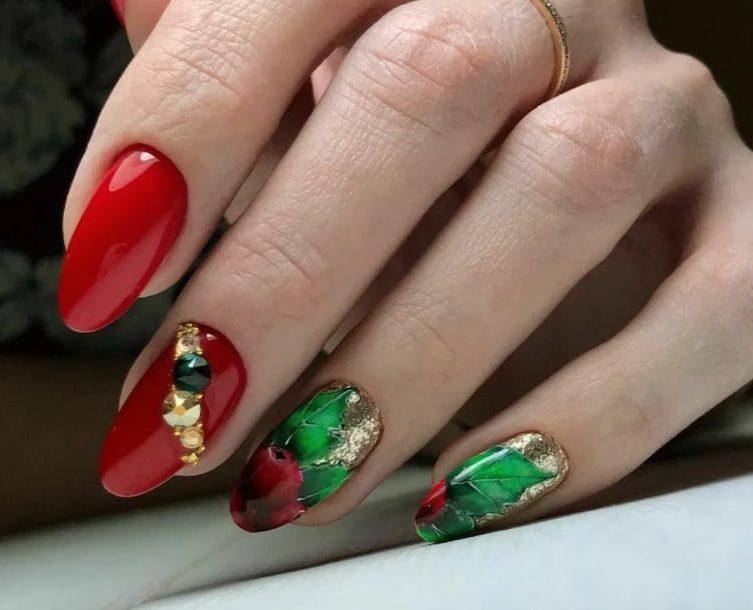 Reddish Hue Coincide Green nail 2022