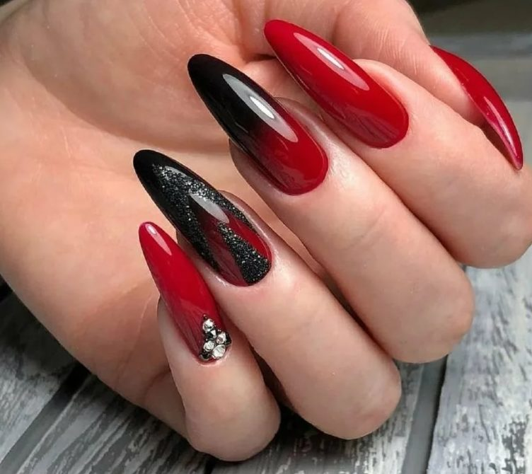 Black and Red nails 2022