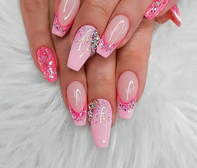 Amazing Sparkles. Pink Gel Nails 2022